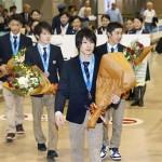 世界体操4連覇 内村航平選手らメダル15個抱え帰国!17歳白井健三選手大満足