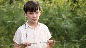 縞模様のパジャマの少年 エイサ・バターフィールド