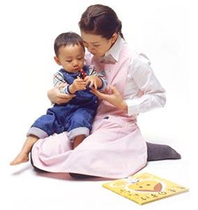 母親の不安をなくすために厚生労働省がベビーシッターを利用する際の注意点を公開!