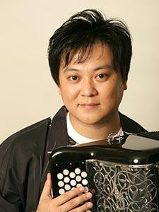 藤田朋子旦那はあの超有名なアコーディオン奏者桑山哲也!二人の出会いは?