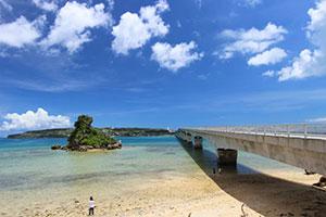 古宇利(こうり)島 碧の海